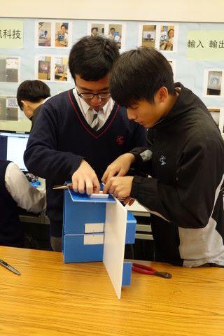 動手做的機會交還給學生,不難看到學生的專注力很高,只是過往沒有機會接觸。