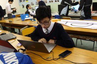 學生譚志鋒對Arduino很有興趣,自行找出用ESP8266取代常見的Arduino UNO期望提升速度,此舉就算是老師也此料不及。