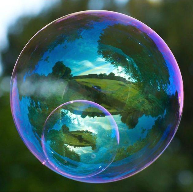 玩肥皂泡時,會看到彩虹顏色的變化。