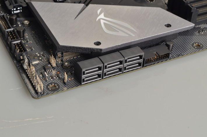 提供 6 個 SATA 6Gb/s 連接埠。