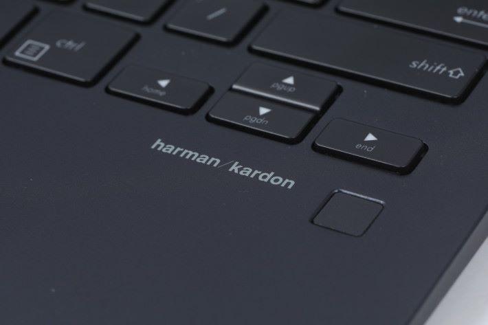加入指紋辨識器,對應Windows Hello 簡化登入步驟。