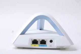 提供兩組 LAN/WAN 有線網絡介面,並採用傳統火牛供電。
