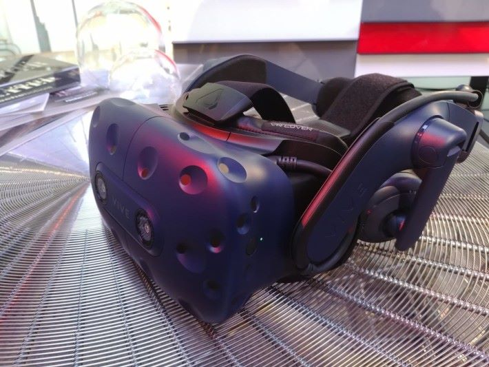 VIVE Pro 於畫質及聲效體驗,兩者都得到完美昇華,佩載感覺也比上代優勝。