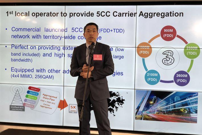 3香港資訊科技及流動通訊技術總裁鍾耀文則指,將 FDD 與 TDD 頻段融合提供 5CC CA 技術 4.5G 網絡。