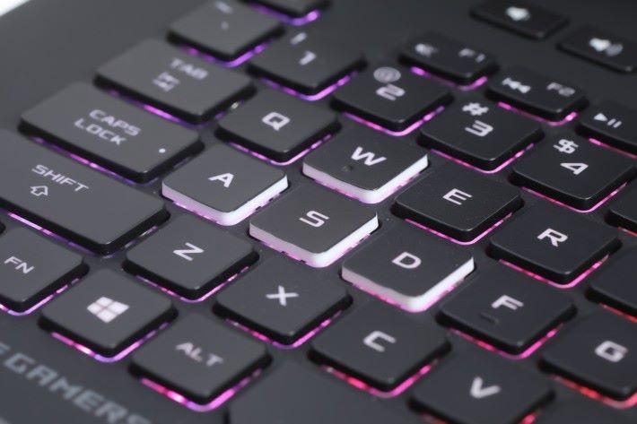 射擊遊戲常用的 WASD 四鍵同時有特別標示。