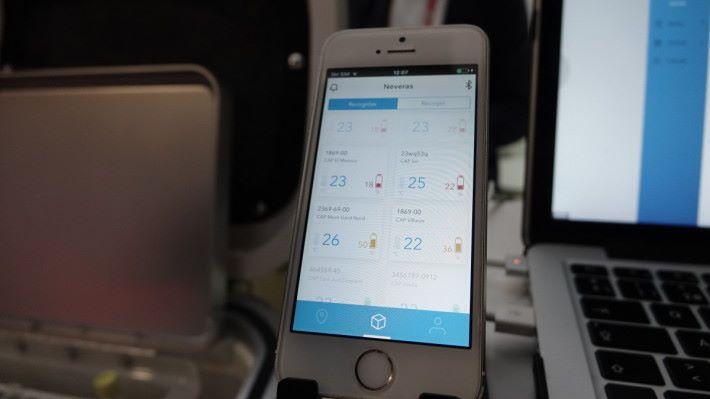 用 app 可追蹤智能運送箱的位置和溫度,保證樣本不會在托運過程因溫度變化而變壞。