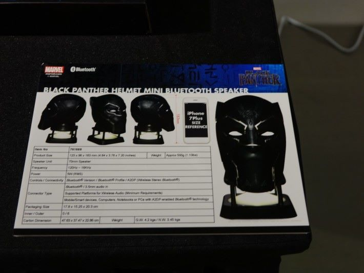 Black Panther Figurative Life-Size Bluetooth Speak with Projector 的規格。