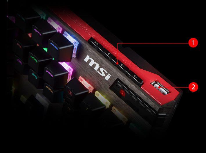 GK80 比 GK70 多出了數字鍵區、手托、多媒體控制鍵和 USB 埠。