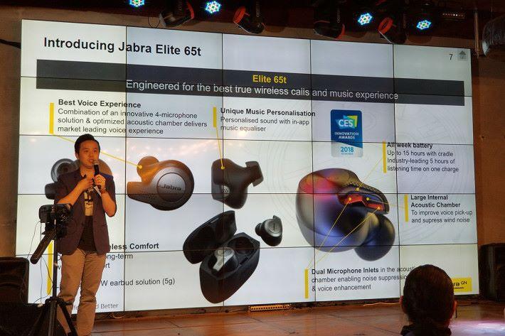 Elite 65t 植入了不少元素加強表現,如兩邊耳機均有兩個麥克風,令用戶在不同環境下都可有令人滿意的降噪功能以及清晰的通話效果。