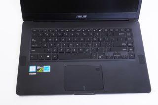 特大面積的 TouchPad,右上角更有指紋識別可作解鎖。