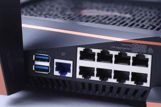 有 8 個 Gigabit Port,其中第 1-2個為 Gaming Port,而第 5-6 個 Port 可行 Link Aggregation。
