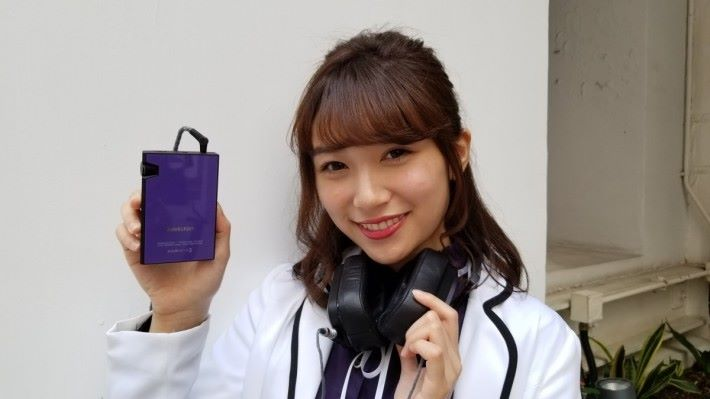 頗為搶眼的 AK70MKII 紫色香港限定版。