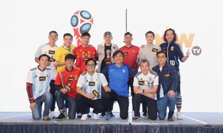 多位香港體育界名人、球員及專業評述員同球迷齊齊睇波兼講波。