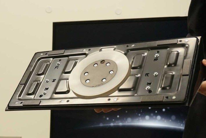 底座加入了大型吸盤的設計