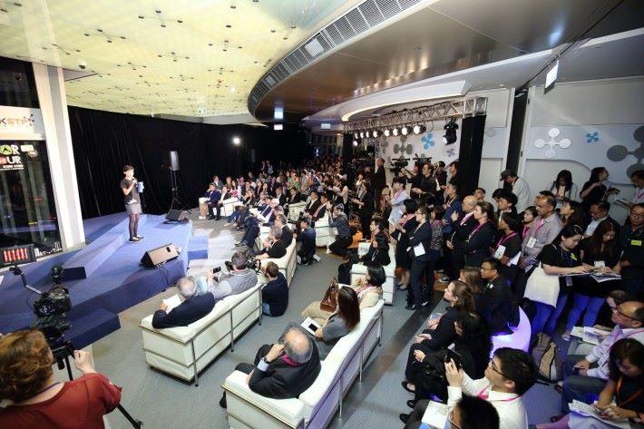 香港科技園公司設有不同計畫及活動,如電梯募投比賽,讓扶植的企業有更多接觸投資者及放眼世界的機會。
