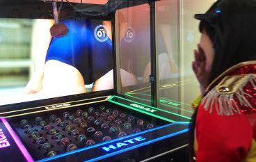 日本尖端數碼科技展 用感情夾公仔