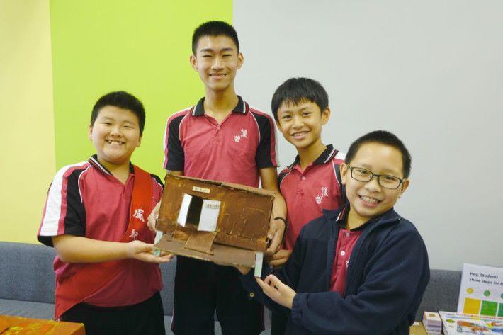 (左起)謝豐懋、鄭竣文、麥俊泳和朱晉霆於製作觀鳥屋時,讓所有同學融合。