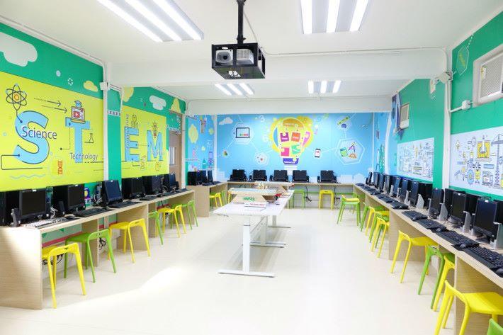 STEM 活動室中間有很多棋類,部分棋類較新穎,能吸引同學玩樂和學習。