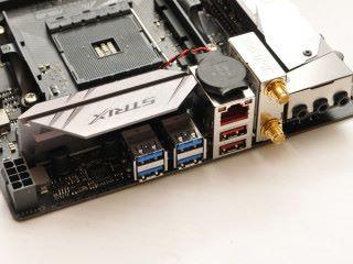 背板設兩個 USB 3.1 Gen2 Type-A。