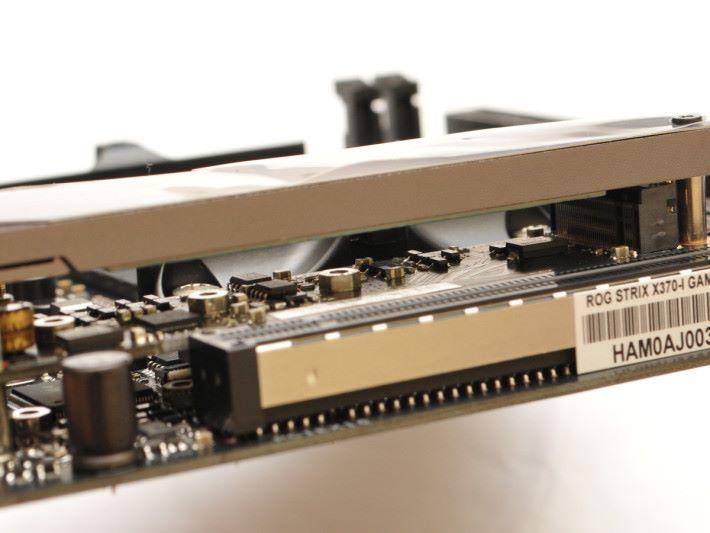 以子卡方式提供 32Gb/s 頻寬的 M.2。