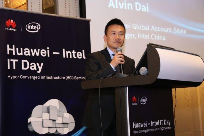 Intel 大中華區代表戴智傑則以《Intel Accelerates the Path to Multi-Cloud》為題,分享英特爾在助力超融合方面的最新進展。