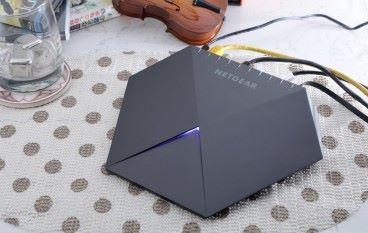 【開箱評測】個個 LAN Port 唔同色 Netgear SX10 RGB 電競 Switch