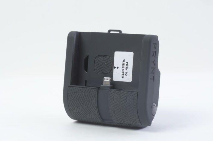 Prynt Pocket 可以配合不同型號 iPhone 使用。