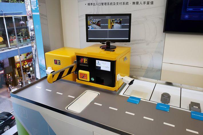 二樓企業方案專區展示了 NB-IoT 智能停車場解決方案。