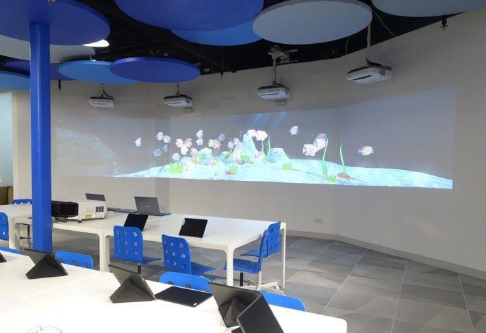 「AR 水族館」是場內受歡迎的項目之一,讓學生製作及展示獨一無二的作品。
