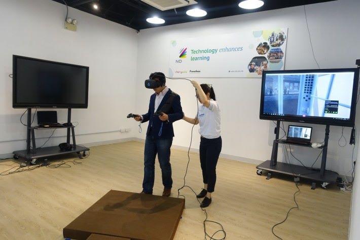 場內設有多個不同主題的 VR 體驗區。