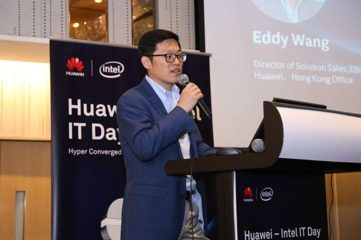 華為企業業務解決方案銷售總監王岩軍為技術論壇致開幕辭,以新技術助力企業數碼化轉型為題揭開序幕。
