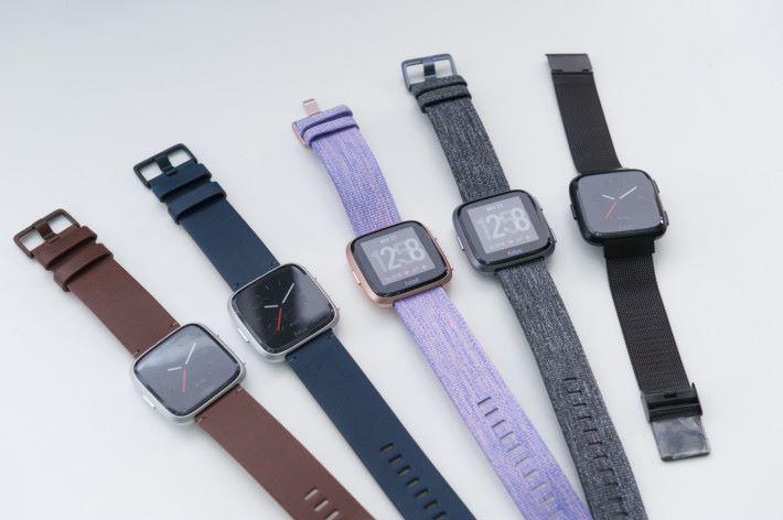 備有不同顏色及物料的錶帶,方便日常陪襯。