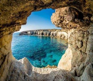 這幅海崖岩洞的相片,與 ASUS Blue Cave 的設計很相像吧?