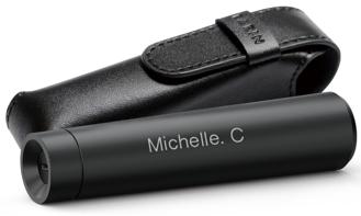 現在選購行貨 M-2 ,不單送真皮機套,還送個人化刻名服務,令耳機更具個人特色。