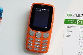 P1 則擁有像 Feature phone 的外形,但內裡亦是使用 Qualcomm 處理器及運行 Android,並最多支持5個裝置連線