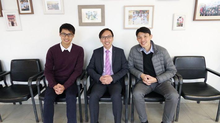(左起)禮賢會彭學高紀念中學朱廣榮老師、鄧文偉校長和蔡志輝老師。