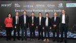 戴紹龍(右四)連同5間合作夥伴公司代表,啟動數據工作室內的數據分析平台。
