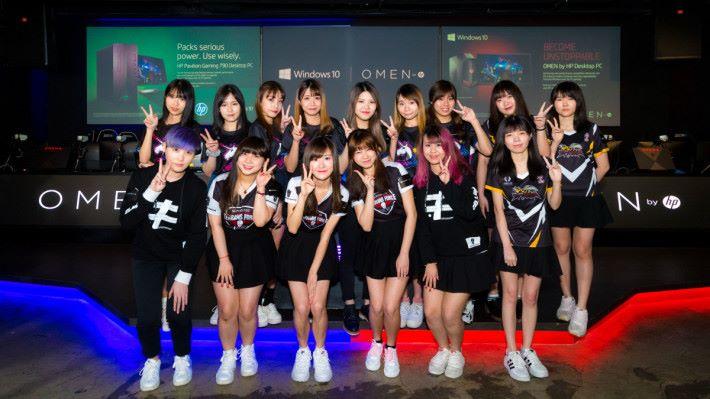 HP 邀請了三隊本港女子電競隊來臨是次記者會,她們分別是 Terrans Force、Sparkle 及 Stinga。