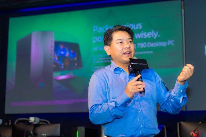 HP 香港消費產品業務總監黃浩章在台上介紹新系列。