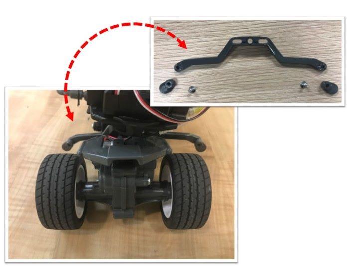 遙控三輪車的秘密是裝有一枝「八」字形的平衡桿。