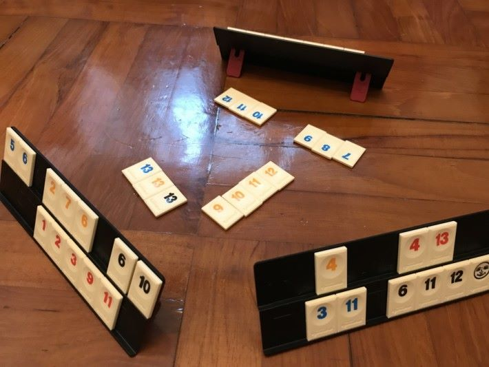 魔力橋的玩法亦與打麻雀相似,如果家長不太接受到打麻雀,可以考慮鼓勵小朋友學習玩魔力橋。