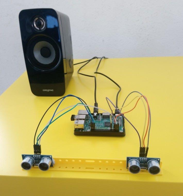 連接各項硬件後的 emindBot 。