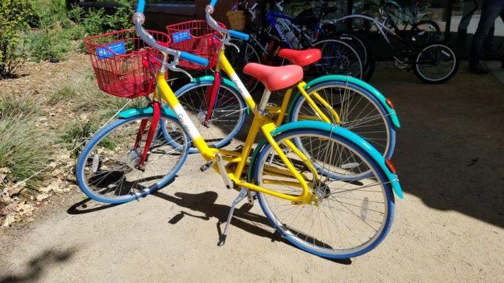 Google 共享單車,夠晒搶眼,只要係 Google 總部附近就好易搵到㗎喇!