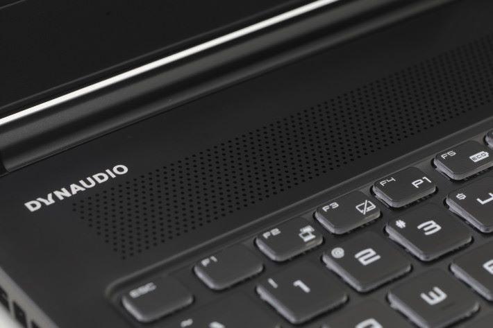 機內更配備 Dynaudio 喇叭,可以配合 Nahimic 3 技術提供出色聲效,並能對應 Hi-Res Audio 的播放。