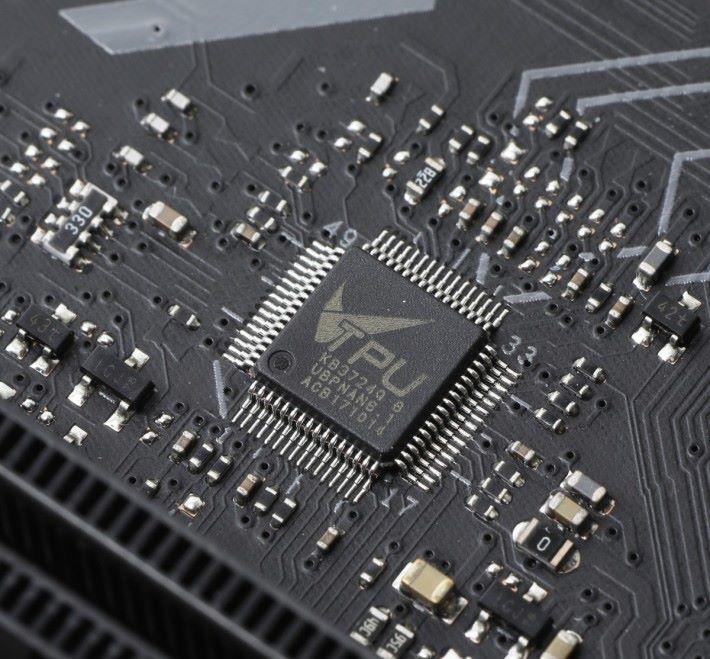 ASUS 特有的 TPU 加速晶片。