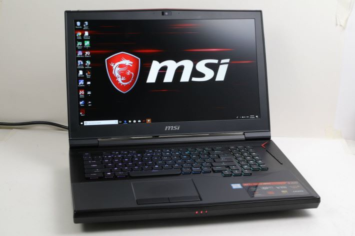 MSI GT75 Titan 8RG 屬旗艦級電競系列。