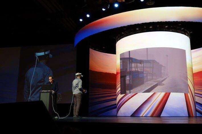 BRAVEMIND 其中一應用為治療軍人,戴上 VR 裝置回到戰場上的當時環境。