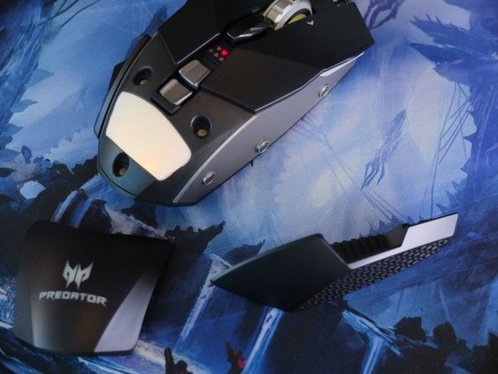外殼及左右側墊板都能拆開,玩家能自由替換改善手感。