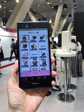 顧客可透過手機應用程式選擇及購買喜歡的圖案。
