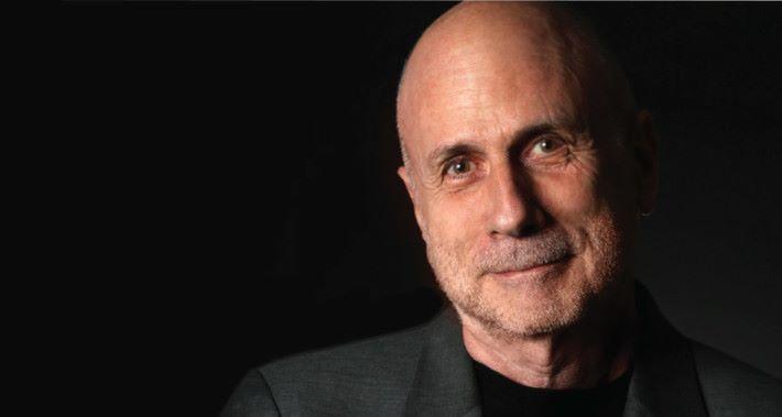 Ken Segal 成功說服 Steve Jobs 採用 iMac 作為產品名稱。